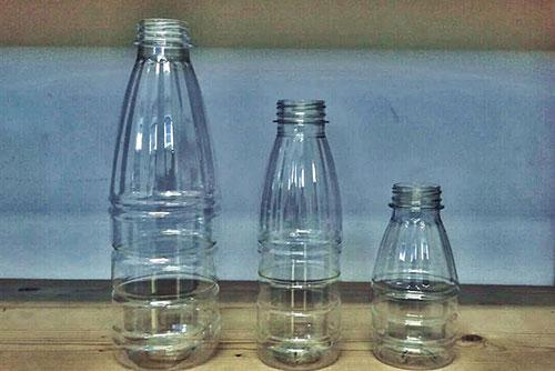 празни бутилки за фреш